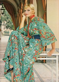 Kazazian Elegance - 1972 Spring/Summer Photographed by Rolf Lutz Seventies Fashion, 60s And 70s Fashion, African Inspired Fashion, Love Fashion, Vintage Fashion, Retro Fashion, Vintage Mode, Vintage Girls, Vintage Style