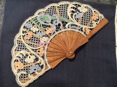 A Bobbin Lace Lover: Duchess Lace Fan finished Diy Lace Fan, Bobbin Lacemaking, Lace Art, Bobbin Lace Patterns, Vintage Fans, Crochet Collar, Needle Lace, Scrappy Quilts, Lace Making