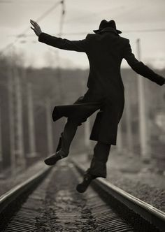 A fun image sharing community. Explore amazing art and photography and share your own visual inspiration! Photo D Art, Foto Art, Marla Singer, Perfect Day, Robert Doisneau, Black N White Images, Just Dance, Happy Dance, Belle Photo