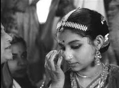 Sharmila Tagore highlights the role of Indian cinema in the perception of women in Indian society. Film World, World Movies, Sharmila Tagore, Satyajit Ray, Ray Film, Bengali Bridal Makeup, Hindi Movies Online, Vintage India, Vintage Bollywood
