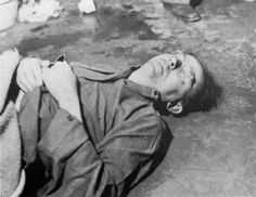 HISTORY - WWII - PHOTO - Himmler killed himself with poison after he was captured and tortured in Military Units, Military History, Berlin, Calm After The Storm, Post Mortem Photography, History Online, Total War, German Army, Historical Photos