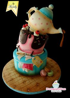Topsy Turvy Cake with Airbrush - by marielly @ CakesDecor.com - cake decorating website
