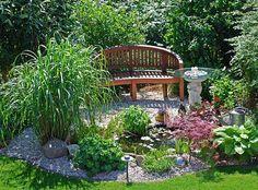 Gartenideen für schmale gärten  Kaskadenförmiger Wasserfall im Garten - Teich mit Koifischen ...