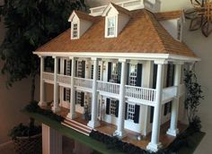 Dollhouse modeled on a New Orleans mansion.