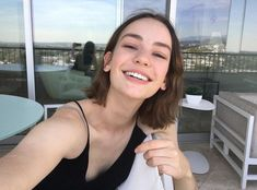 Britt, Casey in Atypical Casey Atypical, Pretty People, Beautiful People, Brigette Lundy Paine, Attractive People, Girl Crushes, Woman Crush, Carla Bruni, Celebs