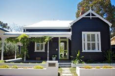 Best Exterior Paint Colors For House Weatherboard Window 63 Ideas Best Exterior Paint, Exterior Paint Colors For House, Paint Colors For Home, Exterior Design, Paint Colours, Navy House Exterior, Cottage Exterior Colors, Exterior Homes, Weatherboard Exterior