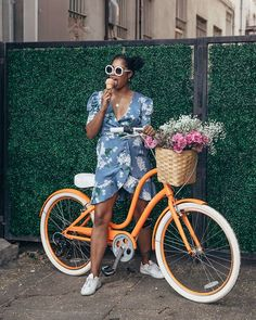 Finally ice cream weather has arrived! We're jealous of our friend who gets to enjoy it all year round in LA, want to know her top pick on where to get a cone? Check out the link in our bio 👆🍦🌞 Black Girl Riding, Bicycle Girl, Cruiser Bicycle, Mtb Bike, Road Bike, Bicycle Pictures, Bike Photoshoot, Bike Photography, Dope Fashion