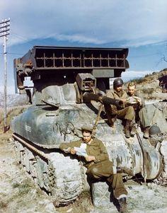 "M4 Sherman tank equipped with T40 ""whizz bang"" rocketlauncher."