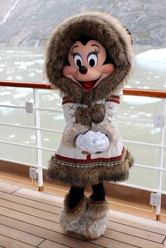 Minnie Mouse Alaska 2013 - This seals it. I have to go on a DCL Alaska Cruise now. How cute is this outfit for Minnie! Walt Disney, Disney Magic, Disney Mickey, Disney Art, Disney Movies, Disney Pixar, Disney Cruise, Disney Dream, Cute Disney