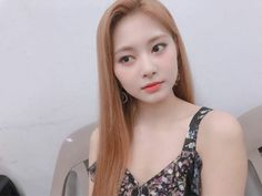 Twice-Tzuyu Instagram @twicetagram Nayeon, Kpop Girl Groups, Korean Girl Groups, Kpop Girls, Sana Momo, Twice Korean, Chou Tzu Yu, Minatozaki Sana, Tzuyu Twice