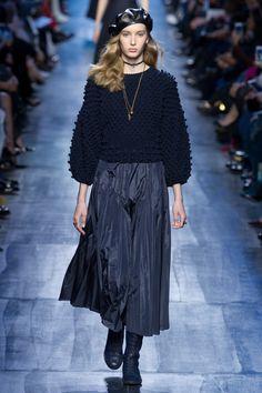 Christian Dior Fall 2017 Ready-to-Wear Collection Photos - Vogue Fashion 2018, Fashion Week, Skirt Fashion, Paris Fashion, Runway Fashion, Trendy Fashion, Fashion Looks, Fashion Trends, Women's Fashion