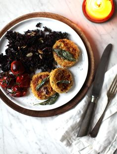 Spaghetti Squash Baby Cakes w/ Crispy Sage // My New Roots Courge Spaghetti, Spaghetti Squash, Squash Cakes, My New Roots, Vegetarian Recipes, Healthy Recipes, Tasty, Yummy Food, Mets