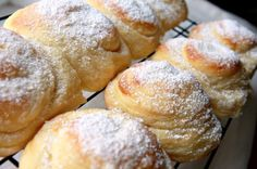 Mallorca bread is a sweet, fluffy and buttery egg bread.