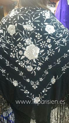 Mantón de Manila Bordado Popular, Old Clothes, Silk Shawl, Gothic Fashion, Textile Design, Shawls, Embroidery Designs, Wraps, Tapestry