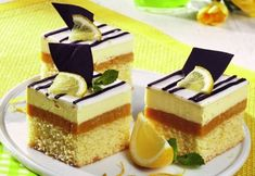Cake with lemon cream Good Food, Yummy Food, Lemon Cream, Easy Cooking, Food Art, Cheesecake, Sweets, Cookies, Desserts