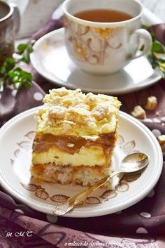 Lekkie ciasto kokosowe, delikatny krem budyniowy, biszkopty, słodki karmel i chrupiące wafelki. Takie jest właśnie to ciasto:) PRZEPYSZNE! I... A Food, Food And Drink, Polish Recipes, Foods To Eat, Cream Cake, Cakes And More, Baked Goods, Creme, Delicious Desserts