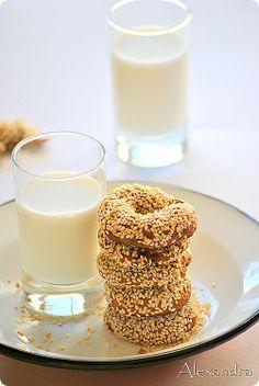Moustokouloura:Greek molasses cookies Greek Sweets, Greek Desserts, Greek Recipes, Greek Cookies, Finger Desserts, Greece Food, Greek Easter, Molasses Cookies, Greek Dishes