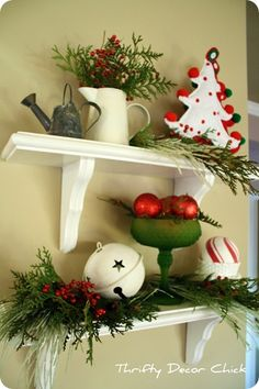 Red, green and white Christmas vignette : Love the simplicity!