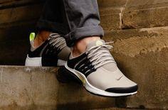 Nike Air Max Motion II   Gråa sneakers storlek 47 50   Grand