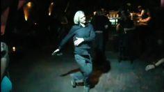 Clément Cogitore - Assange dancing - 2012 - Vidéo - Couleur - 7 min boucle