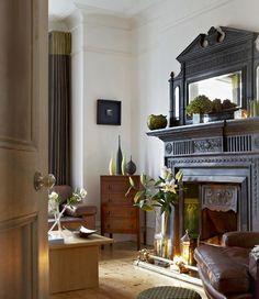 Английский стиль в интерьере (43 фото): аристократично, сдержанно и изысканно http://happymodern.ru/anglijskij-stil-v-interere-43-foto-aristokratichno-sderzhanno-i-izyskanno/ Камин - одна из главных особенностей британского стиля
