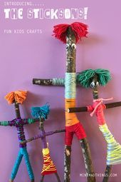Make your own stick family. For lots of fun kids craft activity ideas visit the. - Make your own stick family. For lots of fun kids craft activity ideas visit the MINI MAD THINGS cr - Diy Crafts To Do At Home, Crafts To Do When Your Bored, Fun Diy Crafts, Family Crafts, Fun Crafts For Kids, Craft Activities For Kids, Craft Stick Crafts, Decor Crafts, Diy For Kids