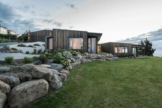 Located on Top of a Hill in Christchurch, New Zealand, this Charming Home Steals our Breath With its Wonderful Views
