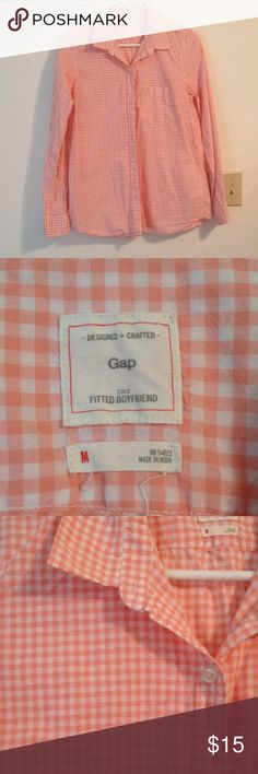 Gap Gingham Fitted Boyfriend Button Down Shirt Excellent condition Gap fitted boyfriend button down shirt - only worn 3 times! Made of 100% cotton. Measures 17 inches at the bust, 25 inches in length from the shoulder, and the sleeves are 23 inches long. GAP Tops Button Down Shirts