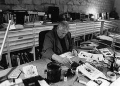 Hugo Pratt nello studio di Grandvaux, foto Pino Ninfa - 1994