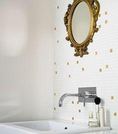 Confira diferentes opções de revestimentos de parede na Revista Westiwing. Algumas ideias são pastilhas de vidro, tijolo aparente e papeis de parede. Veja!