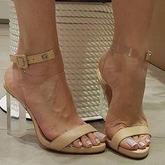 Sandália com salto t