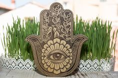 Hamsa - this most ancient symbol originates from the earliest Mediterranean cultures. Wall hanger on backside 20cm x 17cm x 2,5cm 7,9 x 6,7 x 1  Made of solid walnut with paints, engraved and handled by hand with natural linseed oil.  You can order it with gold, silver or white paint   We ship WORLDWIDE  Standard delivery around 7-16 days in USA, Canada around 5-8 days in UK, Europe
