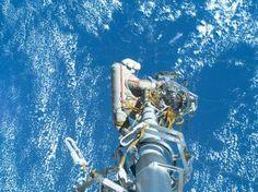 """ESPACIO """"Reconocen anomalía 'muy grave' en la Estación Espacial Internacional (ISS)"""" .. Un cosmonauta trabajando en la Estación Espacial Internacional .. 13 May 2013. (IPITIMES.COM ® /New York. FUENTE: RFI)."""