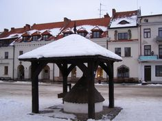 Snow covered well in the main square in Kazimierz Dolny