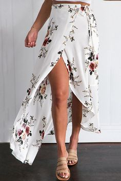 The ornate tribal print makes it a good eye-catching piece, but adding a twist to it is the self-tie feature, making it a perfect go-to piece for the hot season. This skirt features side split details, and it would make an ideal pair with crop tops or tuck-in blouses.