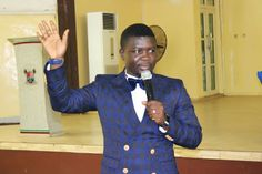 Comedian Seyi Law wants to run for president in 2019    Comedian Seyi Law is currently unhappy with present government right now as he took to his Instagram and Twitter pages to state his interest to run for the Nigerian presidency in the 2019 election. According to him the time has come for Nigeria to regain its place as a force to reckon with.  See his tweets below  With this Atiku & El Rufai wahala I think I can pull a Donald Trump on Nigerians in 2019. Campaign has started. #SEYILAW2019…