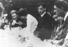 Rupert Brooke and friends at Grantchester, at breakfast, 1910. The only other identification I am sure of is Jacques Raverat, second from right, bending so as to be in shot. Later: OK, found a captioned version. Left foreground, just visible is Dorothy Osmaston, then Brooke, Brynhild Olivier, Archie Campbell, Jacques Raverat, Geoffrey Keynes.