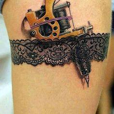 Strumpfband mit Tattoomaschiene
