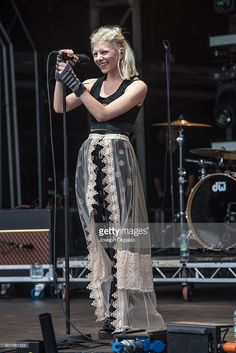 aurora-aksnes-of-aurora-performs-on-day-2-of-bestival-at-robin-hill-picture-id601061628 (684×1024)