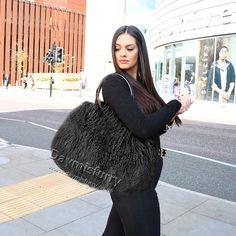 £85.00 #ootd #fur #bag #furbag #furry #handbag #shoulderbag #realfur #lambfur #lambfurbag #womenswear #womenfashion #womenstyle #womenoutfit #ladystyle #ladyoutfit #ladyfashion #fashionitem #accessory Fur Bag, Everyday Bag, Mongolia, Black Nylons, Leather Handle, Lamb, Winter Hats, Curly, Black Leather