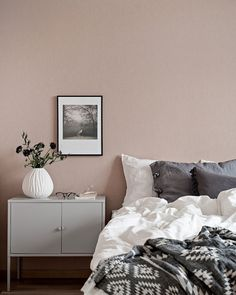 26 dusty pink bedroom walls you will love it 6 Pink Bedrooms, Home Decor Bedroom, Pink Bedroom Walls, Side Tables Bedroom, Wall Decor Bedroom, Dusty Pink Bedroom, Bedroom Inspirations, Bedroom Color Schemes, Bedroom Wall Colors