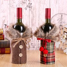 Want to bring the holiday spirit to your home? With our Christmas Wine Bottle Cover Decoration you can easily bring a festive atmosphere to your table decoration. This set of 2 cosy bottle covers will inspire your DIY bottle crafts and table centrepiece d Wine Bottle Gift, Wine Bottle Covers, Diy Bottle, Wine Bottle Crafts, Wine Gifts, Bottle Bag, Bottle Stoppers, Decoration Christmas, Decoration Table