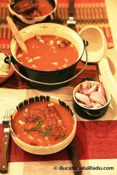 Ciorba de fasole boabe cu coaste afumate in loc de ciolan. Good Food, Yummy Food, Tasty, Romanian Food, Lebanese Recipes, Thai Red Curry, Zucchini, Food And Drink, Soup