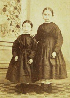 CIVIL WAR ERA CDV PHOTO 2 PRETTY GIRLS IN MATCHING HOOP DRESSES RICH HILL OHIO   eBay