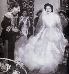 The Shah marries Soraya Esfandiari in 1951 Royal Brides, Royal Weddings, Persian Princess, Pahlavi Dynasty, Royal Marriage, Farah Diba, Iranian Women Fashion, Wedding Gowns, Music Logo