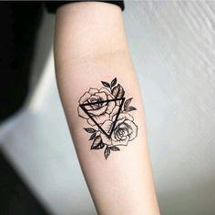 Geometric Roses Forearm Tattoo Ideas for Women - Small Triangle Flower Arm Tat -. Geometric Roses Forearm Tattoo Ideas for Women – Small Triangle Flower Arm Tat – rosas negras c Cute Ankle Tattoos, Foot Tattoos, Cute Tattoos, Body Art Tattoos, New Tattoos, Tattoos For Guys, Temporary Tattoos, Ankle Tattoos For Women Anklet, Bicep Tattoos