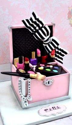 Make up Case Cake
