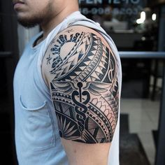 Many people mistake tattoos with more modern, rebellious cultures such as the alternative and pop-culture. Despite a lot of people being convinced that tattoos are a new thing and despite many peop… Tribal Shoulder Tattoos, Tribal Arm Tattoos, Sun Tattoos, Feather Tattoos, Sleeve Tattoos, Tattoos For Guys, Maori Tattoos, Tatoos, Polynesian Tribal Tattoos