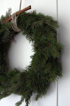 New natural christmas tree beautiful ideas Christmas Feeling, Cozy Christmas, Scandinavian Christmas, Country Christmas, Simple Christmas, All Things Christmas, Christmas Time, Xmas, Bohemian Christmas
