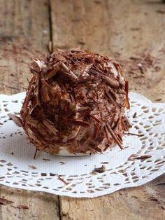 chic,chic,choc...olat: Merveilleux au chocolat Ce gâteau est une tuerie.